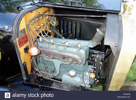 The engine in a 1919 Ford model T Stock Photo - Alamy