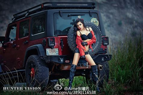 jeep-wrangler-with-chinese-communist-star-and-sexy-model